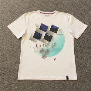 🔹DKNY T-shirt
